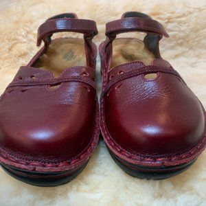 Naot Size 9.5/Eur 40.  Barely Worn. Red/Burgundy